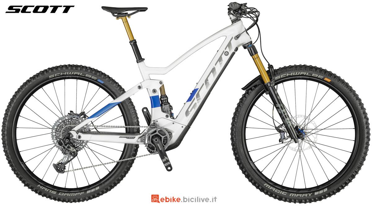 Una mountain bike a pedalata assistita Scott Genius eRide 900 Tuned 2021