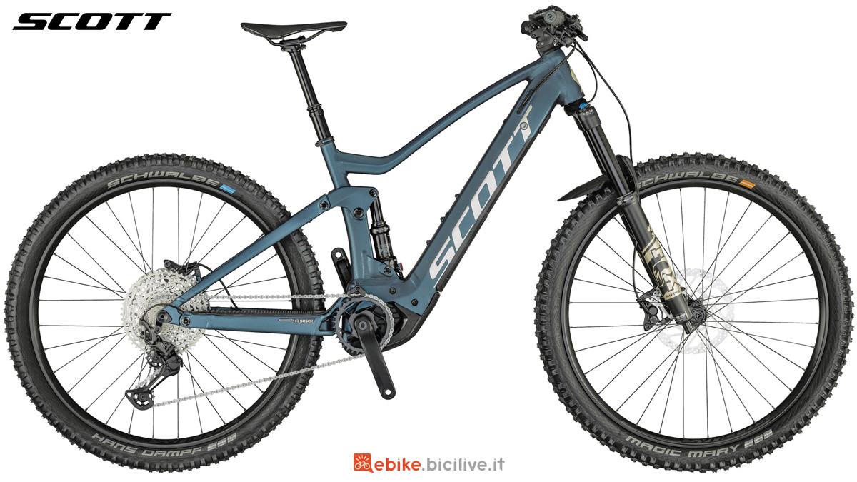 Una bici elettrica biammortizzata Scott Genius eRide 920 2021