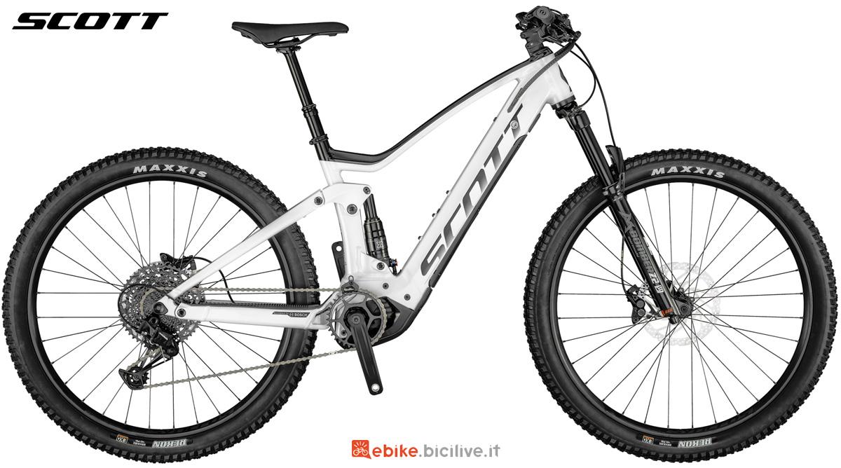 Una bicicletta a pedalata assistita Scott Strike eRide 940