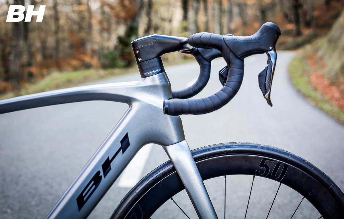 Dettaglio del telaio della bici da corsa elettrica BH Core Carbon 2021
