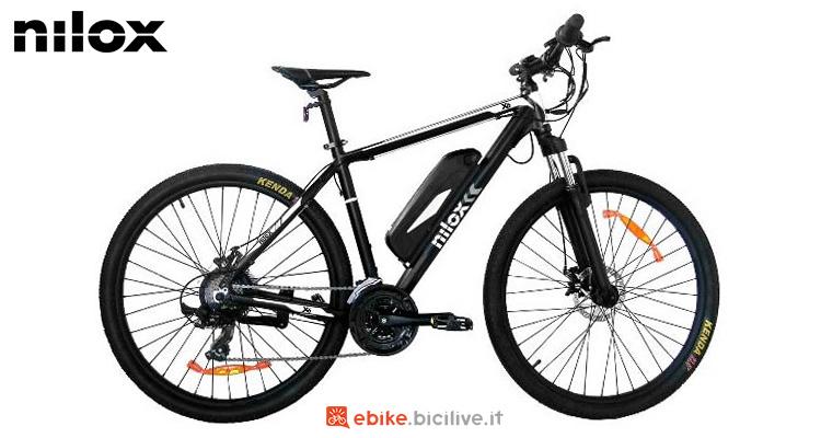 Una bicicletta elettrica Nilox X6 gamma 2021