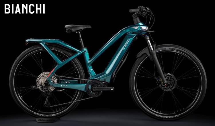 Bici elettrica Bianchi e-Omnia T-Type 2021 in versione Lady e in colorazione verde acqua vista lateralmente