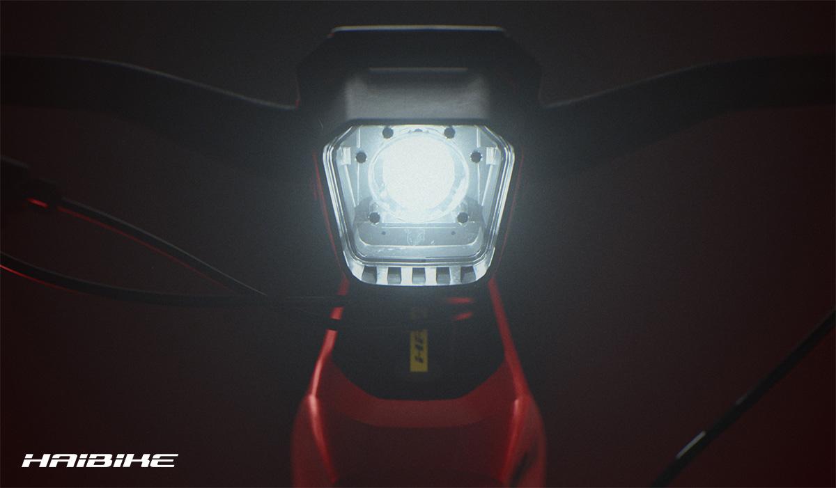 La luce anteriore con tecnologia Skybeamer montata sui modelli flyon di ebike Haibike 2021