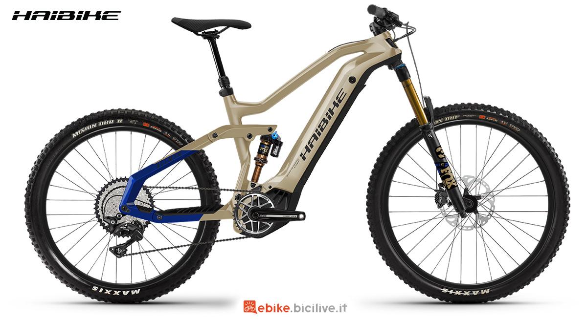 La nuova mountainbike elettrica biammortizzata Haibike Allmtn 7 2021 vista lateralmente