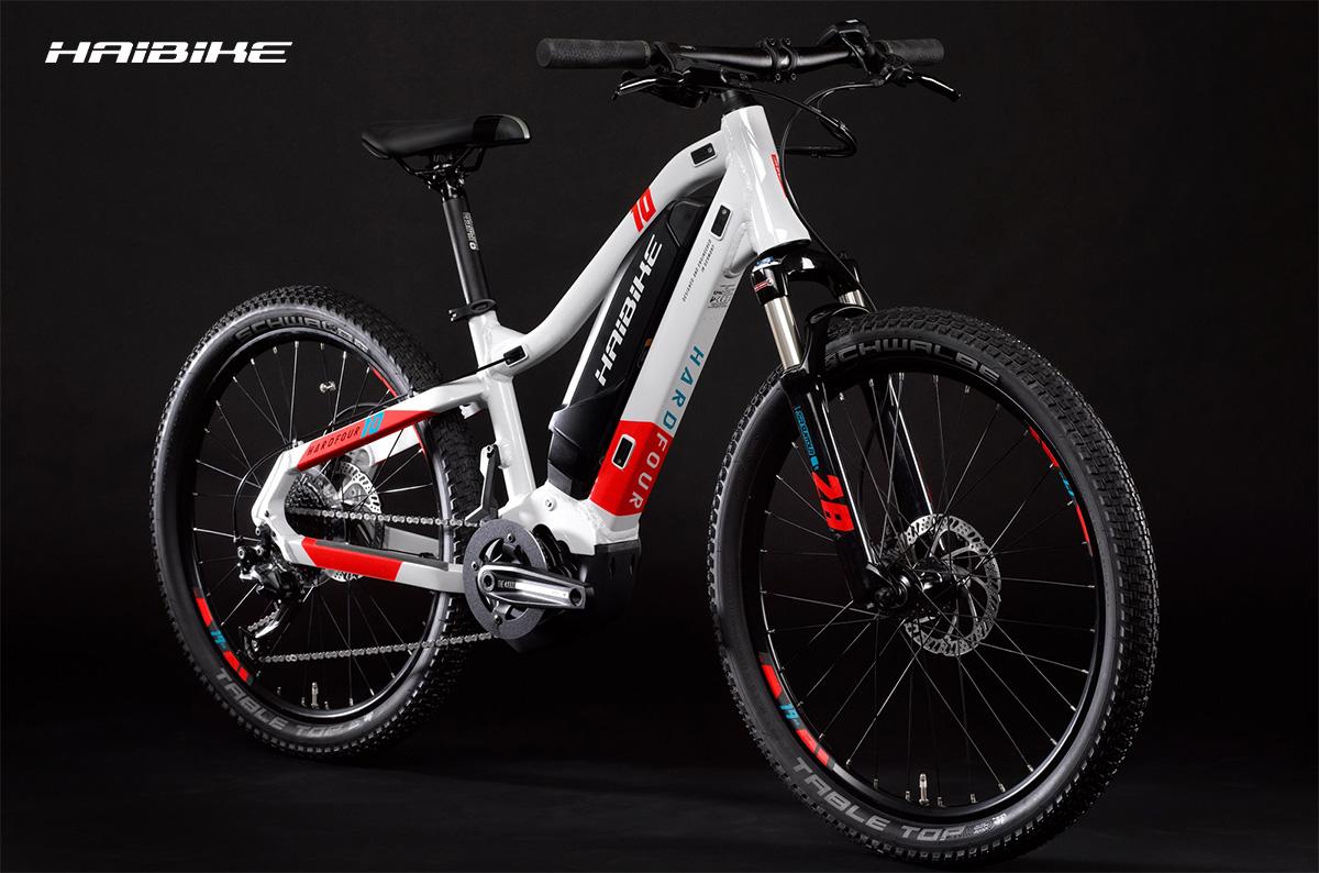 La nuova ebike mountainbike Haibike Hardfour 2021 vista di trequarti