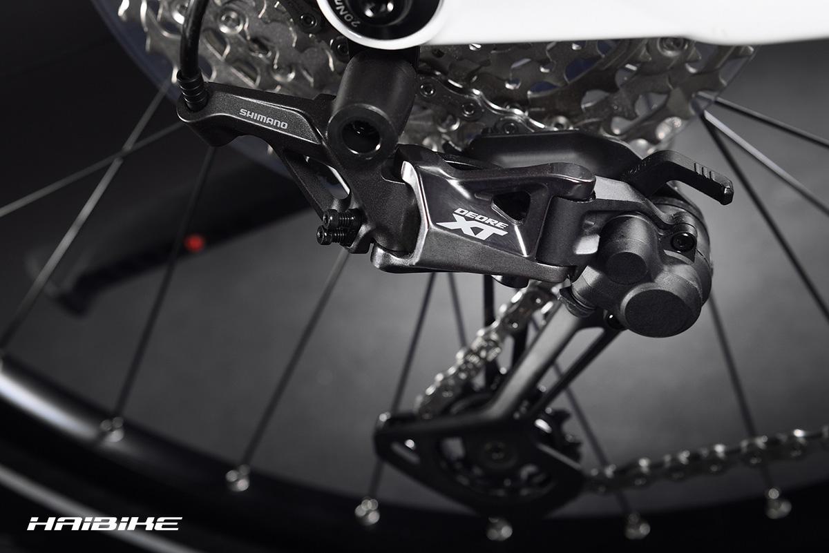 Il dettaglio di una trasmissione Shimano montata su un modello di ebike da trekking Haibike 2021