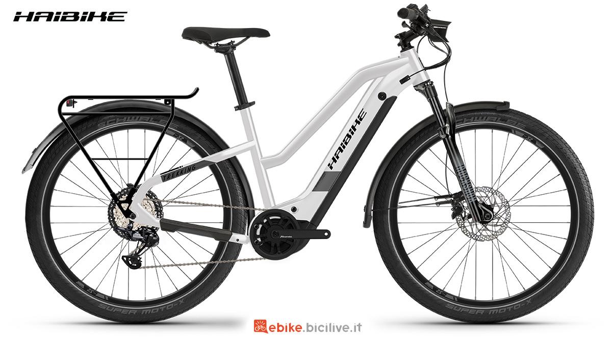 La nuova bici a pedalata assistita Haibike Trekking 8 2021 vista lateralmente