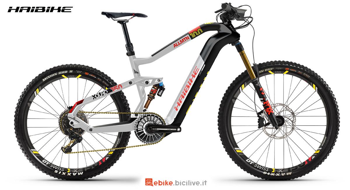 La nuova mountainbike elettrica full Haibike Xduro Allmtn 10.0 2021 vista lateralmente