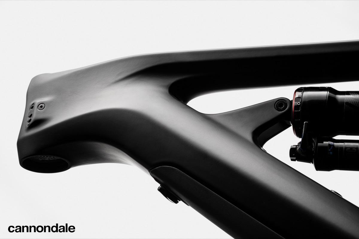 Dettaglio di un telaio formato con la tecnologia brevettata Cannondale Carbonio Ballistec