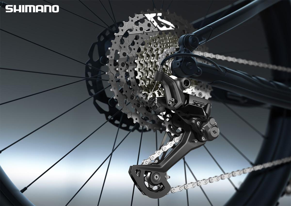 Dettaglio del pacco pignoni e del deragliatore posteriore Shimano Deore XT con tecnologia Linkglide