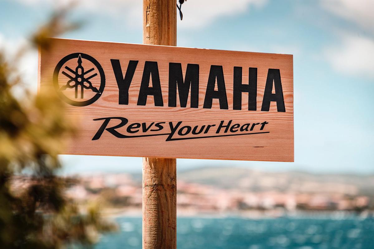 Il cartello Yamaha presente sull'isola Cucluccia dove si tengono le vacanze con i mezzi Haibike e Yamaha