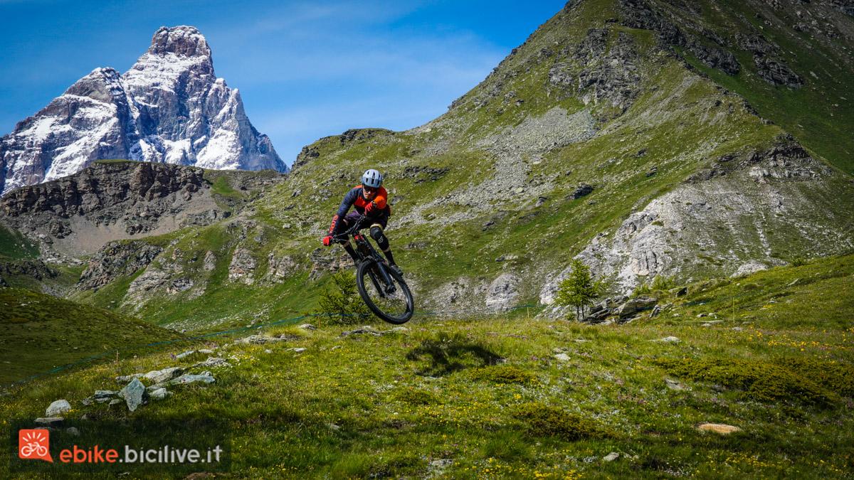 Foto di Claudio Riotti durante il test della ebike THOK TK01 R 2021