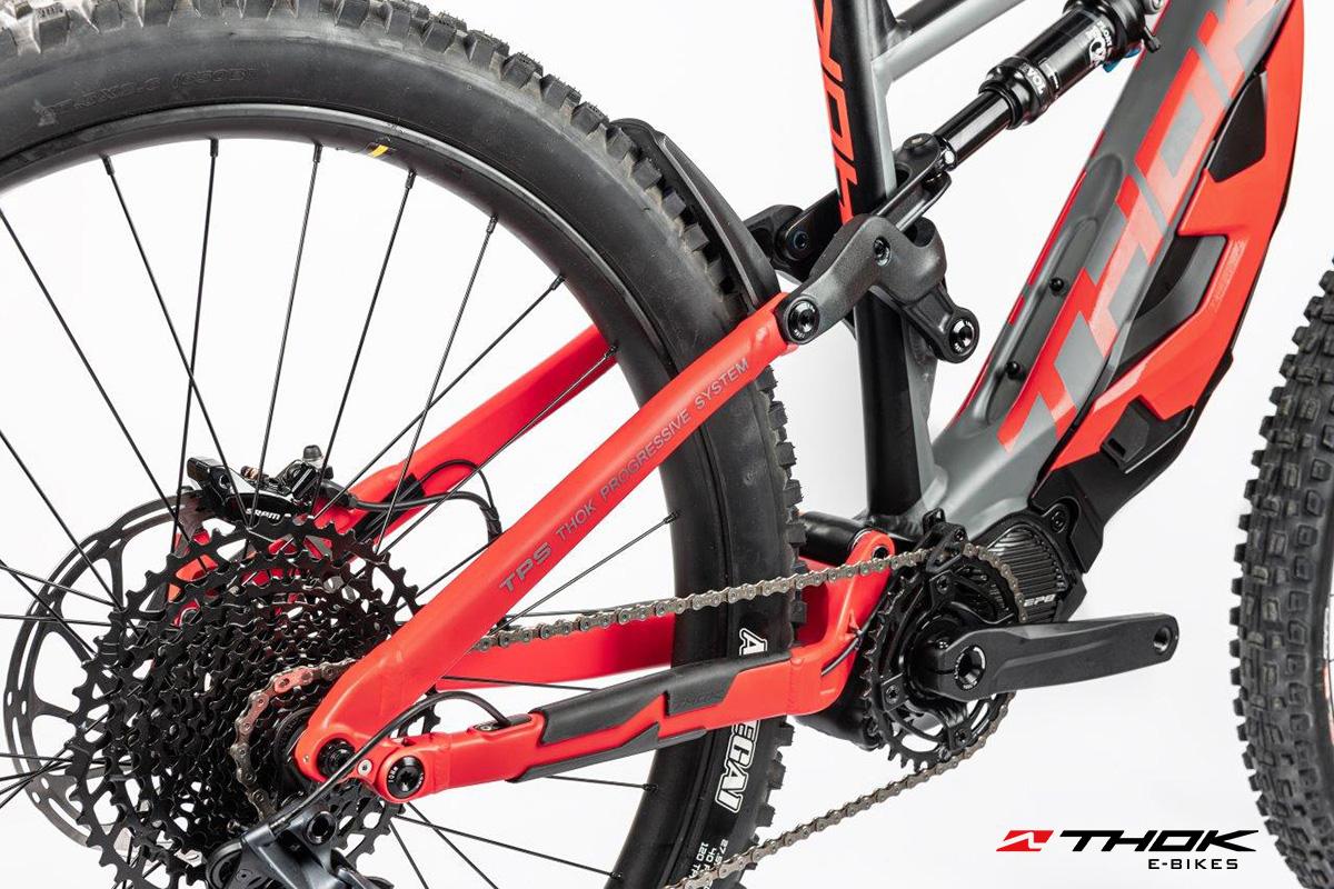 Dettaglio del retro e il gruppo della nuova mountainbike elettrica Thok Mig-R 2022