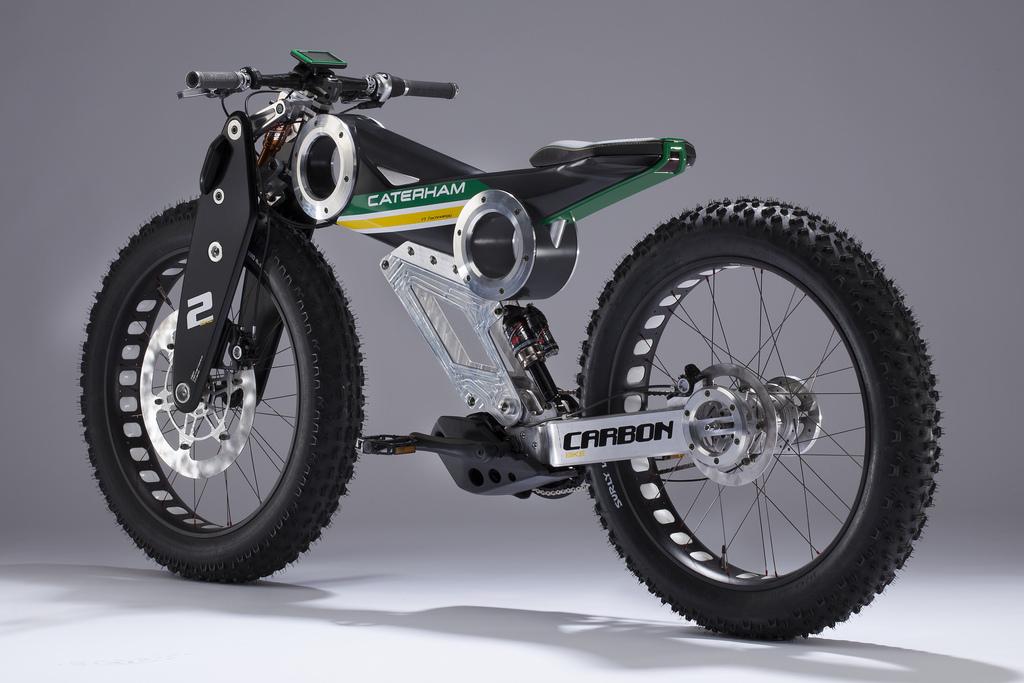 Una bici a pedalata assistita Caterham Carbon