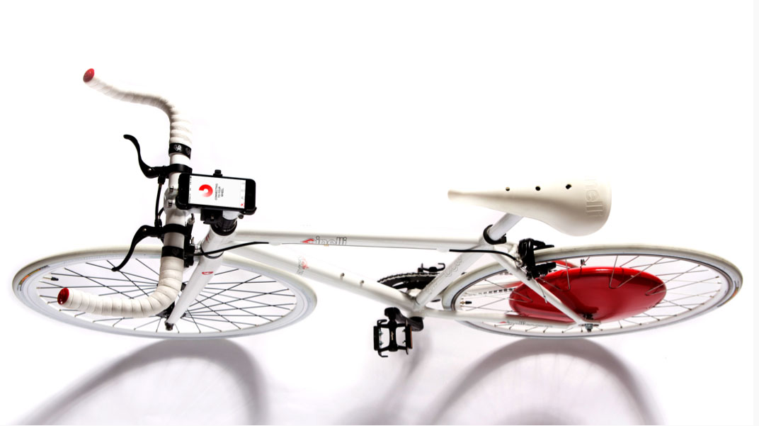 Una bicicletta convertita in eBike grazie alla Copenaghen Wheel, kit all-in-one